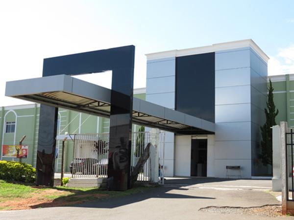 Inova campinas comunica o visual fachadas em acm - Material para fachadas ...
